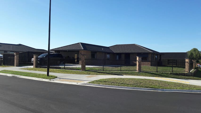 Brand new brick and tile warm home - Matawhero place  - Hus
