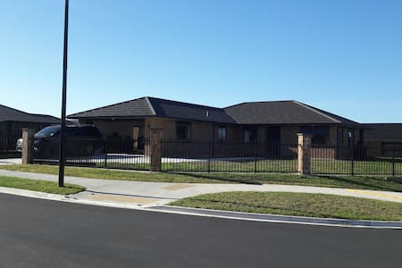 Brand new brick and tile warm home - Matawhero place