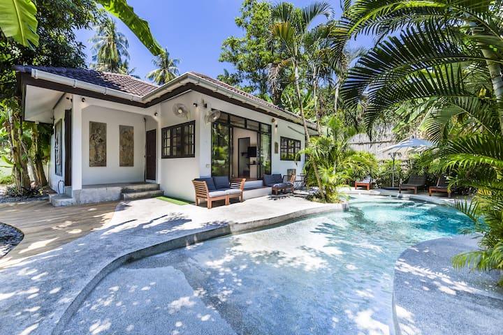 3 Bedroom Villa w Private Pool in Sairee, Koh Tao!