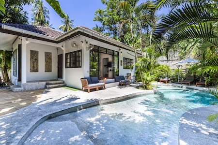 3 Bedroom Villa w Private Pool in Sairee, Koh Tao!