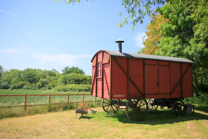 The Railway Wagon - Hacheston - Srub