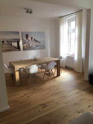 Designer 3 - Zimmer-Altbauwohnung in Ehrenfeld