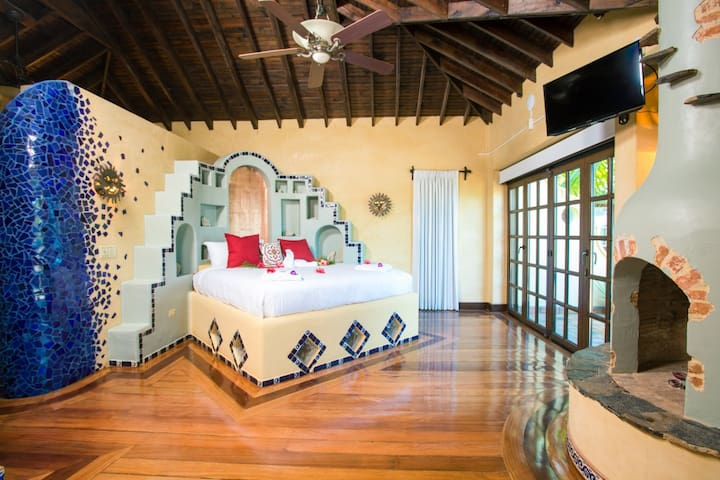 Champagne Suite - West Bay's - Caribe Tesoro