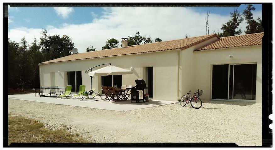 Spacieuse villa de vacances  La Palmyre Les Mathes - Les Mathes - วิลล่า