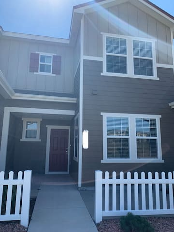 Quiet area Townhome. Close to food, shopping!