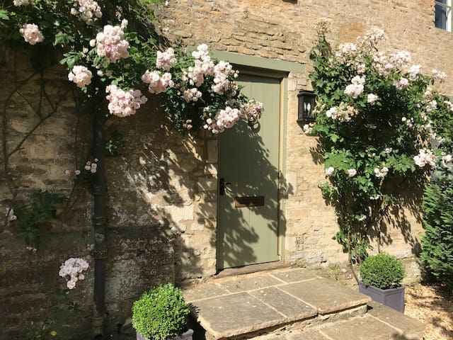 Cotswold Manor Lodge