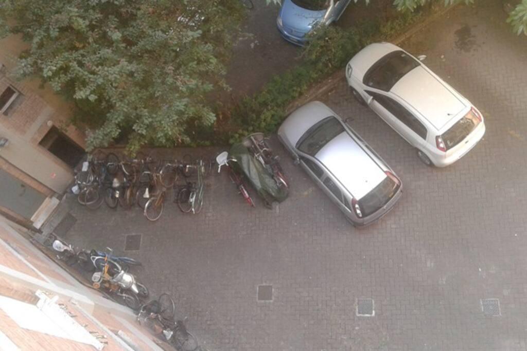 parcheggio all'interno del cortile