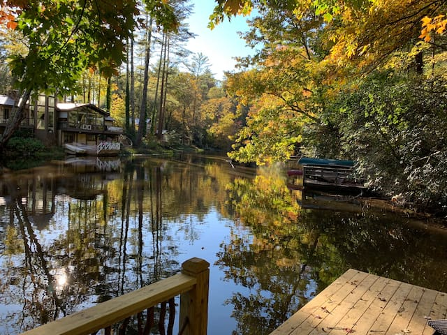 NEW 2BR/1BA Lakefront Bungalow on Mirror Lake