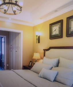 Cozy King Room - 提罗斯 - Haus