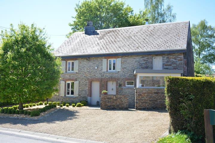 Quaint Holiday Home in Saint-Hubert with Sauna