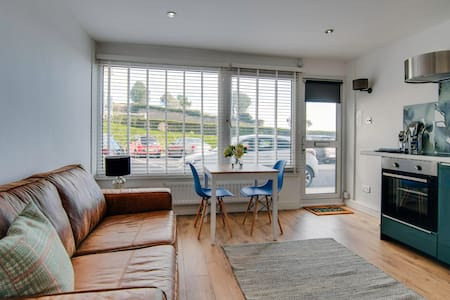 Cosy flat on Tenby's beachfront