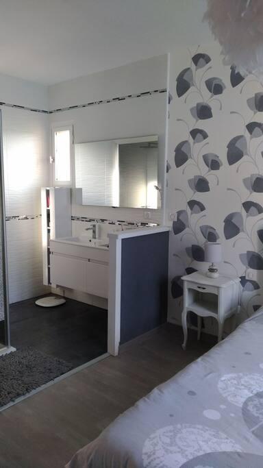salle de bain double vasque et douche privée