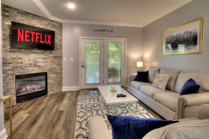 NEW Designer 2+ Bedroom Condo by Dollywood