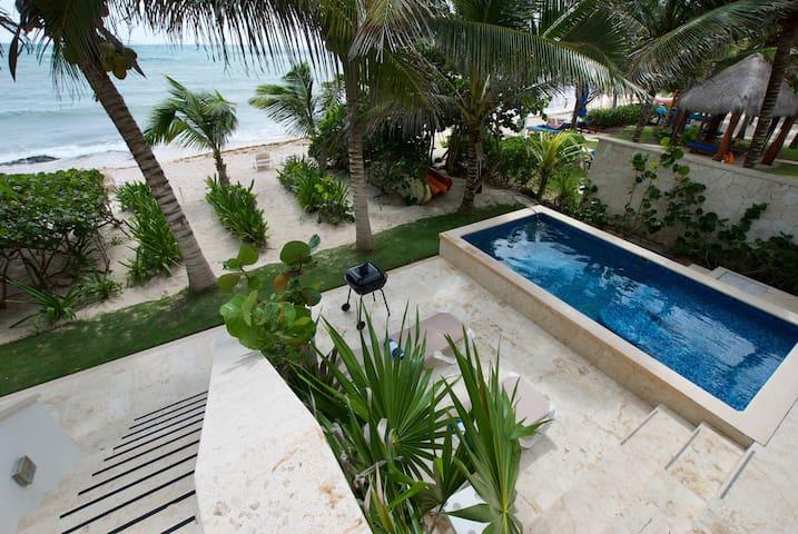 Casa Coral - Beachfront Deluxe Apartment