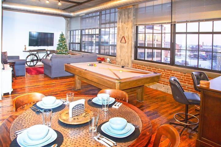 Classic DWTN 2BR Loft w/ King Master & Pool Table
