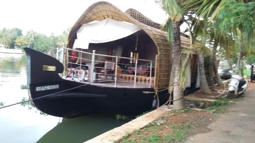 Kuttanadu cruise - Nedumudy - Hus