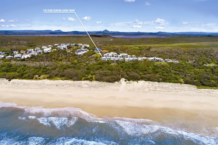 Castaways 10 - on the pristine Beach, Noosa Shire