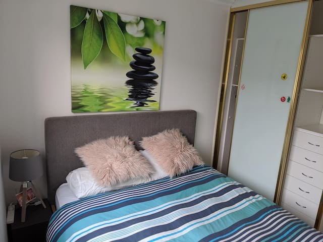 Comfy Room in beautiful apartment at Dee Why Beach