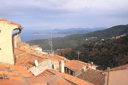 Casa nel borgo medievale con vista splendida - Marciana