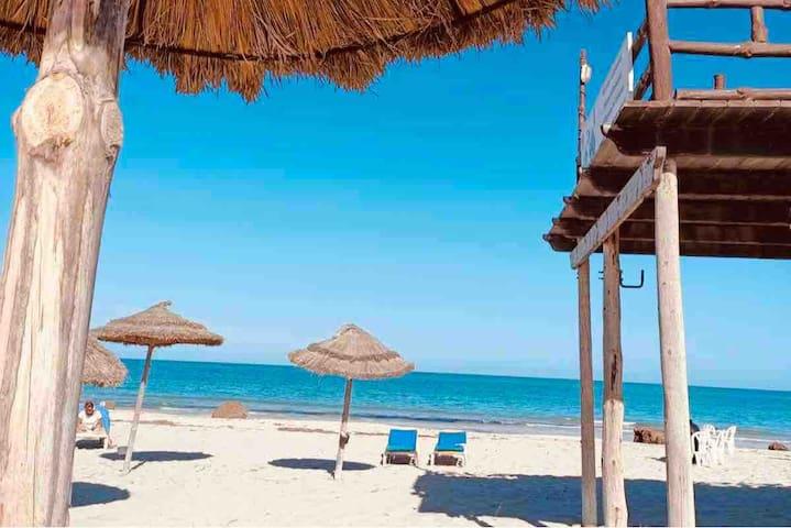 Charmante maison bord de plage, zone touristique