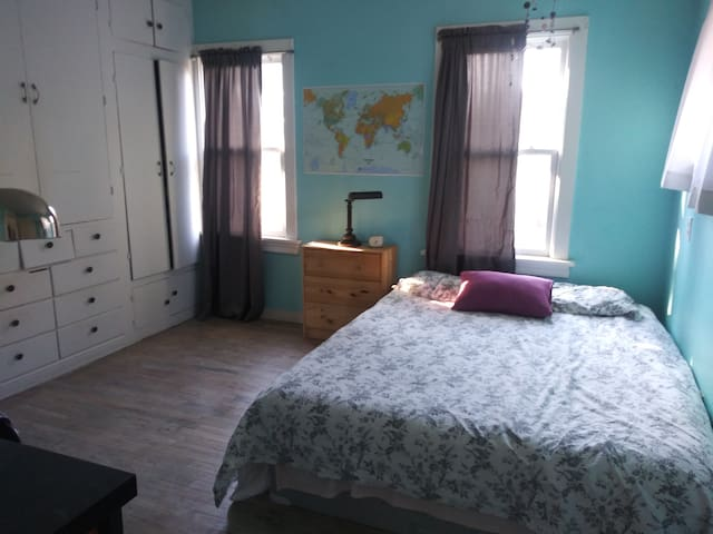 Rosie the Roseway Cutie's guest bedroom