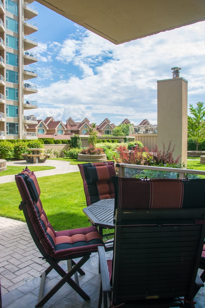 #303 Sunset Waterfront Resort Downtown Kelowna Poolside Condo