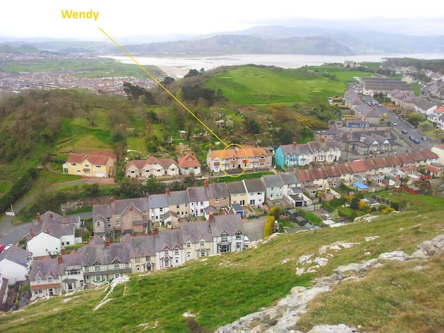 Wendy: A house with 1930s charm - Llandudno - Casa