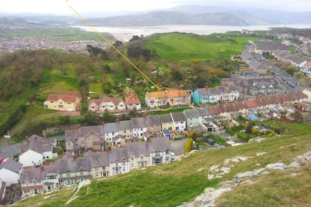 Wendy: A house with 1930s charm - Llandudno