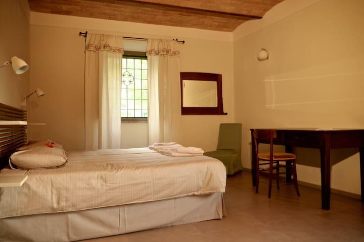 Camera matrimoniale con bagno - Gubbio - Villa