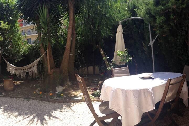 2 pièces rez de jardin, proche centre en tramway - Nicea - Apartament