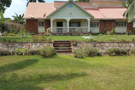 Colonial Residence Bed n Breakfast - Entebbe