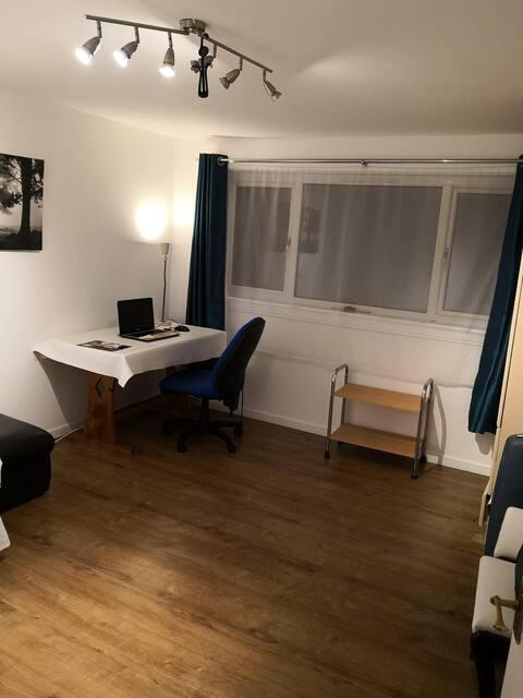 Spacious room in a clean flat near Heriot-Watt Uni