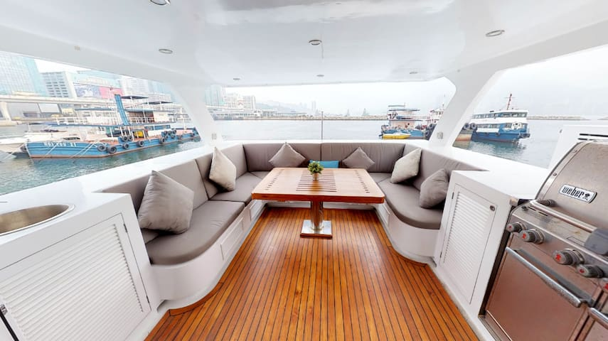 Hong Kong Houseboat S