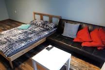 диван книжка в комнате, раскладывается но под маленькую ростовку 170х140