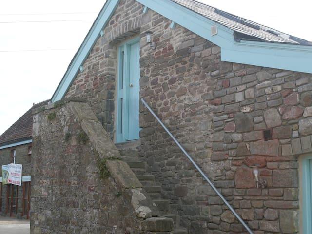 The Tack Room - Tyn Cellar Barns