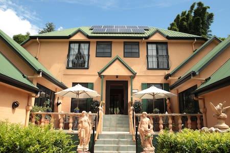 Villa della Rosa B&B - Tuscany on the Mountain - Tamborine Mountain - Bed & Breakfast