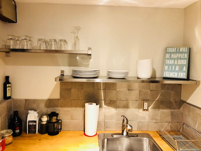 Beautiful full kitchen equipped with coffee maker, popcorn maker, Growler to fill with some local brew from Overtime Brewery, cooking utensils, pots and pans and more!