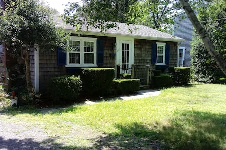 Quaint cottage within walking distance from beach