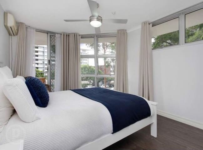 2 bed apartment in Kangaroo Point - カンガルーポイント - アパート
