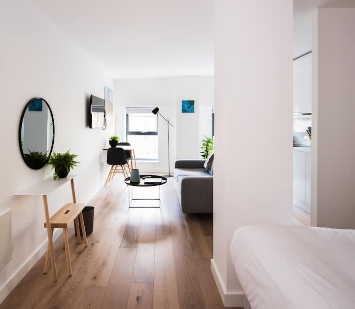 Westgate Apartments - Standard King