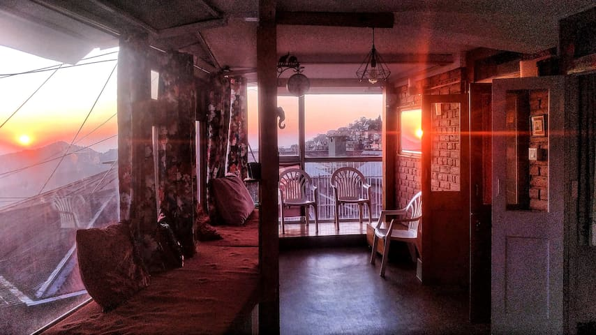 Sunset View Panoramic Loft overlooking Mall Road