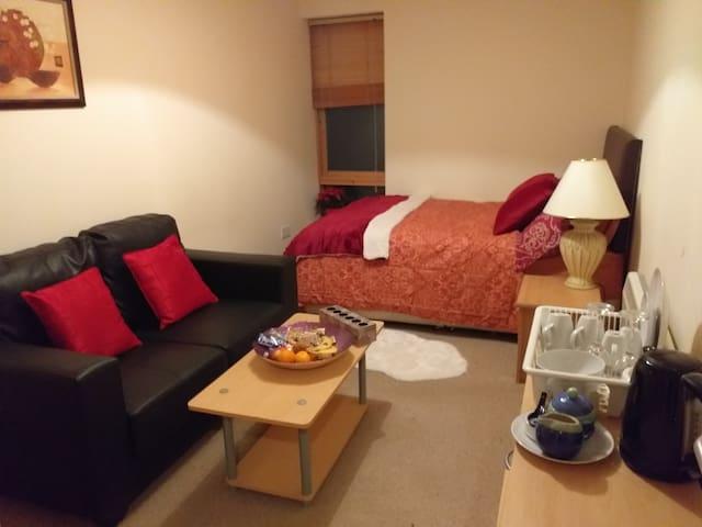 Comfortable private bedroom in Dublin 3