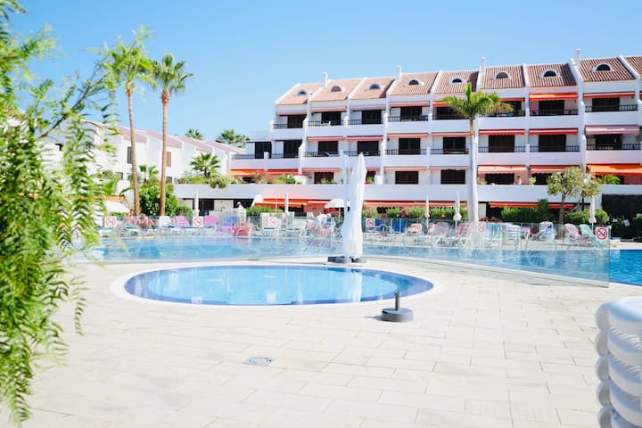 Sea front apartment, ground floor, a/c,  free Wifi