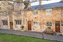 Lanes Cottage is a classic Cotswold stone cottage in the heart of the lovely town of Chipping Campden