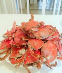 大连海边的家~有新鲜的海鲜可以买回家自己做来吃,附近有大海、沙滩、温泉、自然风景、军港。 - Apartament