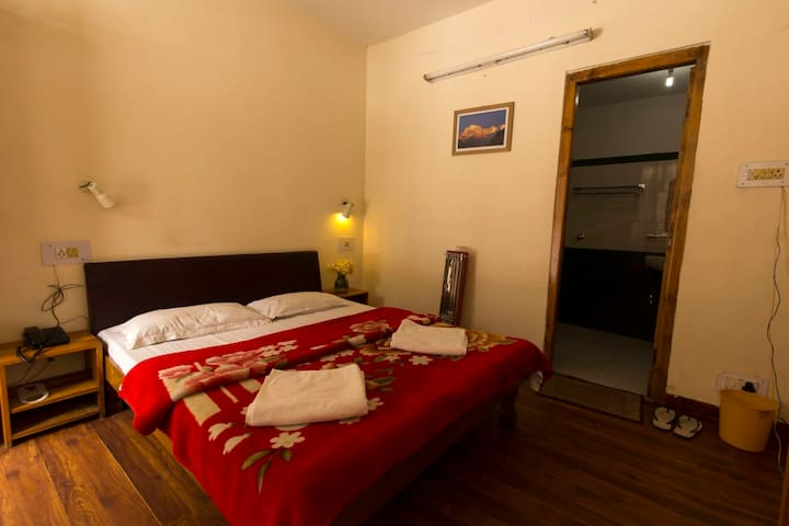 Cozy Comfortable Room in the heart of Manali Town1