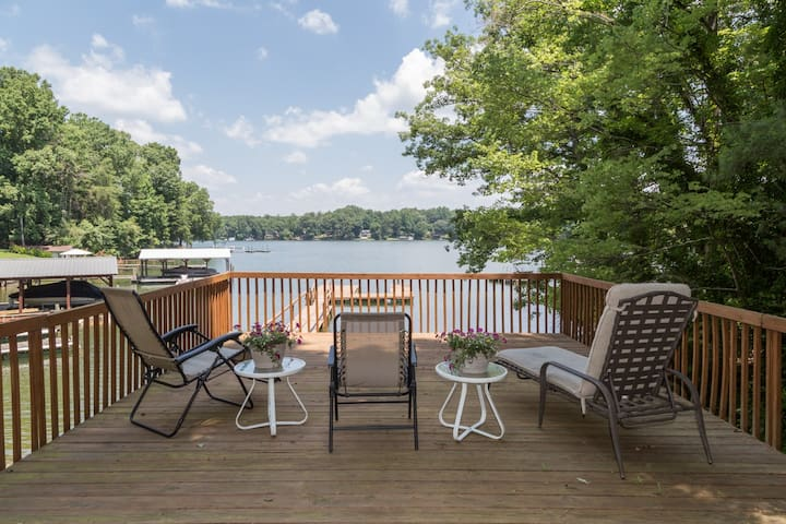 SIMPLY RELAX AT THIS LAKE NORMAN COTTAGE!