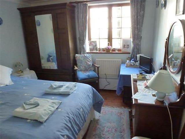 Burton Farmhouse - Double Room