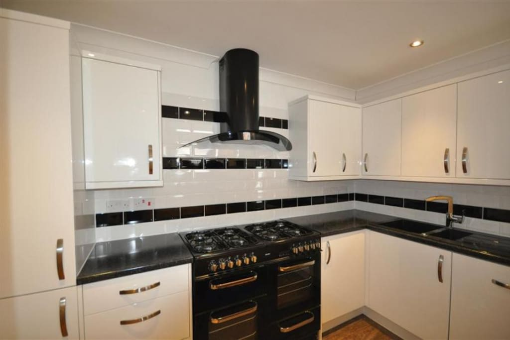 Kitchen, with double range cooker