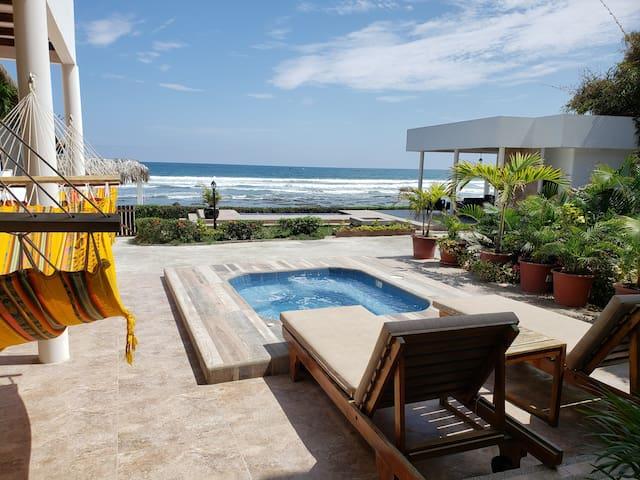 Cozy Beachfront House 4 Bedroom 4 Bath Oceanfront